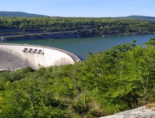 L'art s'invite au barrage de Vouglans près de nos gîtes de groupe dans le sud Jura